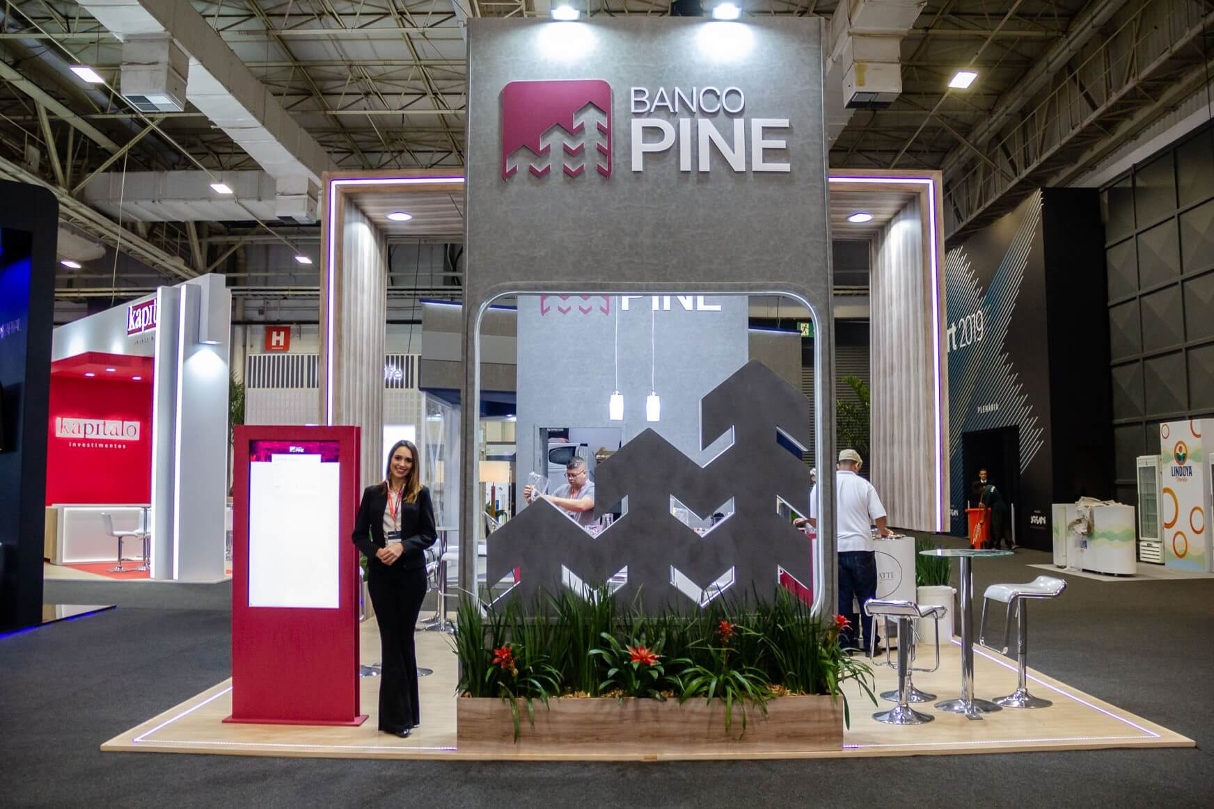 Estande Banco Pine XP